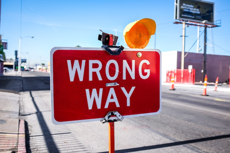 photo showing wrong way sign